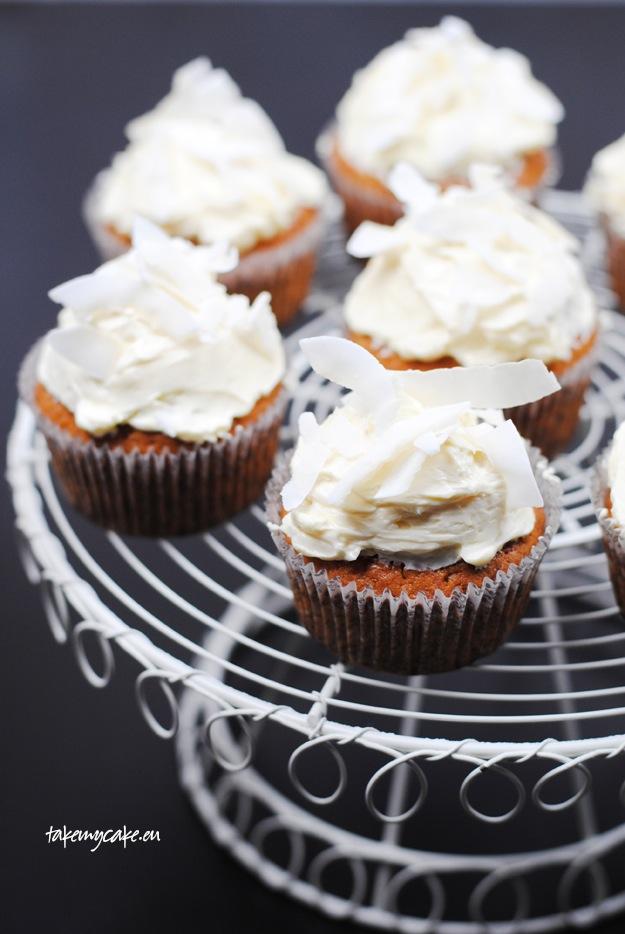 Muffinki kokosowe z czekoladą i kremem1