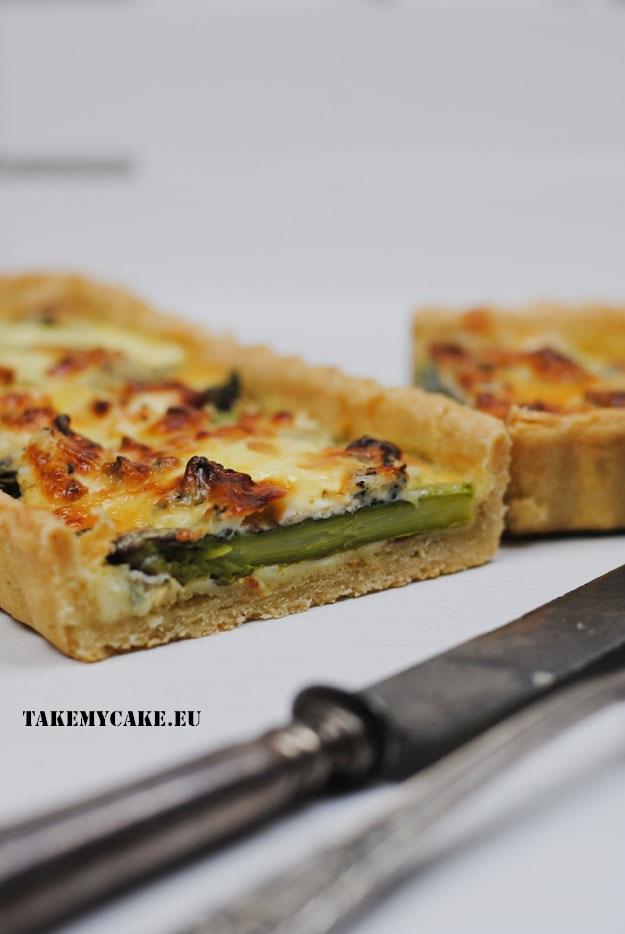 tarta ze szparagami i serem plesniowym1