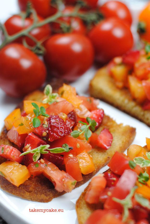 bruschetta z pomidorami i truskawkami2