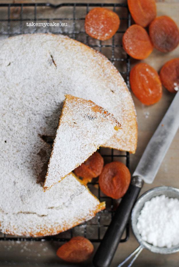 bezglutenowe-ciasto-z-suszonymi-morelami