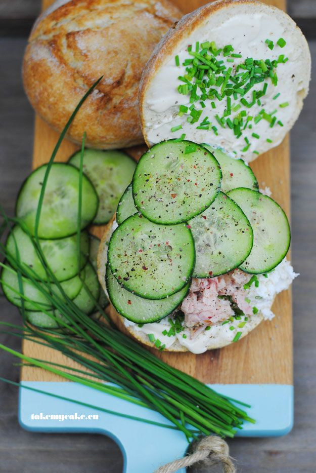kanapka tunczykiem i serem wedzonym