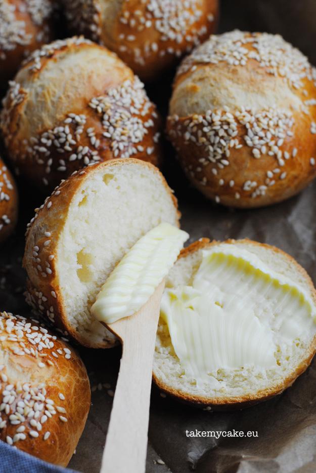 pszenne buleczki z sezamem